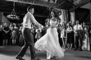 wedding dance at chateau rigaud bordeaux by especially amy wedding photography